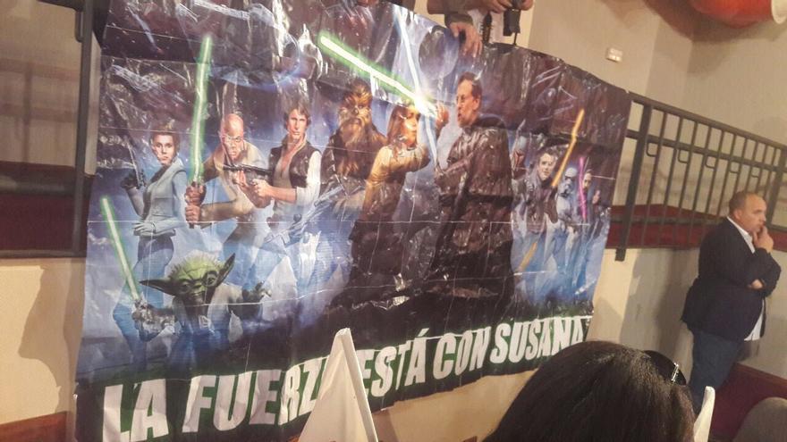 Imagen del cartel en el que Susana Díaz aparece convertida en Luke Skywalker.