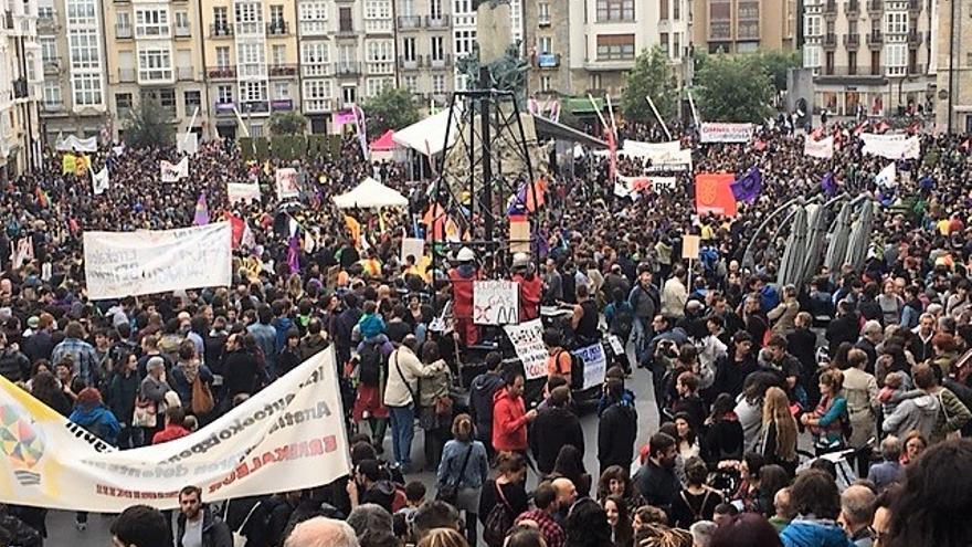 Imagen de los manifestantes antes de comenzar la marcha.