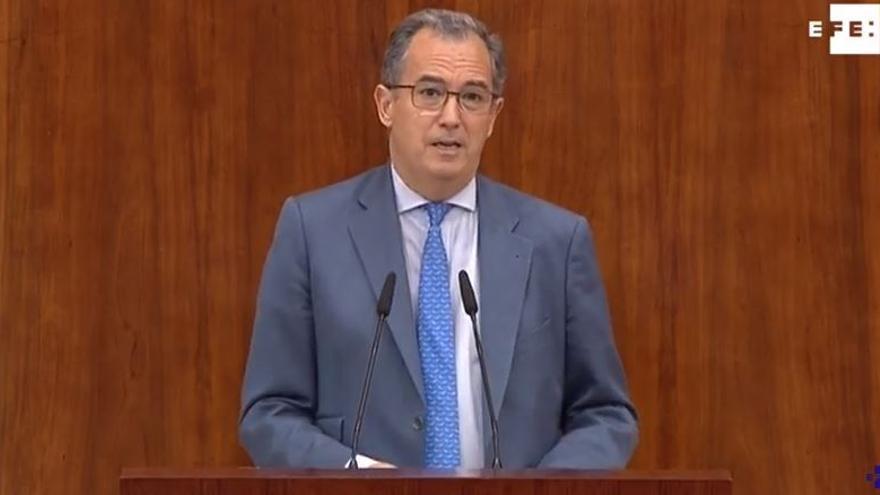 El portavoz del Partido Popular, Enrique Ossorio, durante su discurso en el debate de investidura de Ángel Garrido.