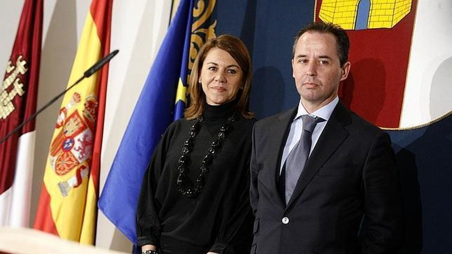 El inspector Andrés Gómez Gordo junto a María Dolores de Cospedal en su etapa en Castilla-La Mancha