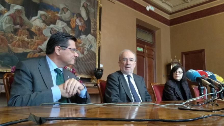 Director Real Academia Española defiende una reforma simultanea del Estatut y de la Constitución