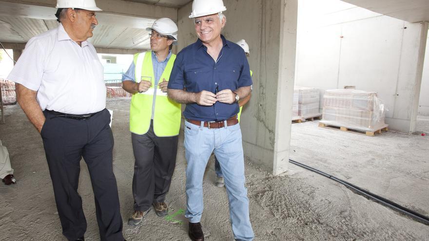José Miguel Pérez visita una de las obras.