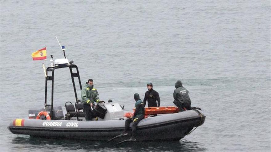 Los guardias de Ceuta desconocían que la avalancha iba a terminar en el mar. / Efe