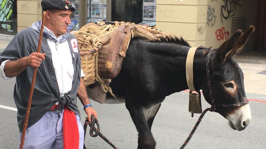 La cuadrilla Batasuna, con su burro