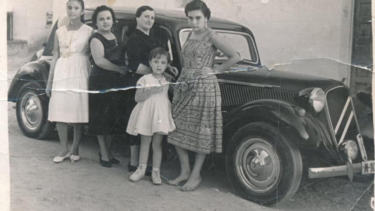 La fotografía oculta en la puerta del Casino durante 60 años