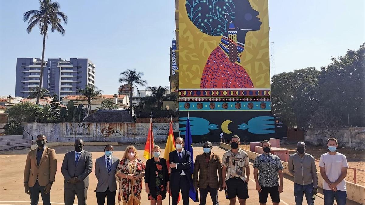 inauguración del mural realizado por el Colectivo Boamistura en el edificio de la OTC (Oficina Técnica de Cooperación española) en Maputo, capital de Mozambique