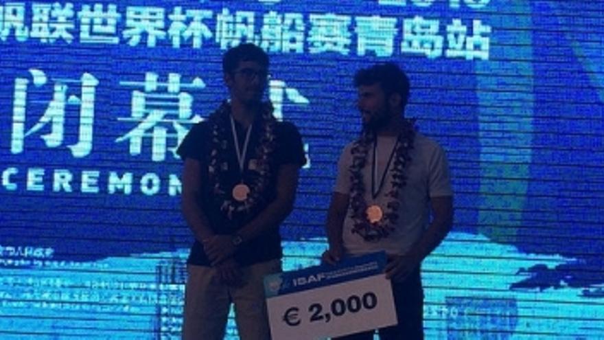Onán y Juan en el pódium. (rcngc.com).