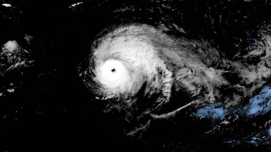 Imagen satelital del huracán Lorenzo