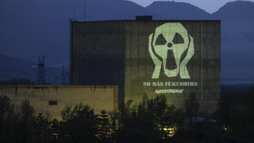 La central nuclear de Garoña está situada a unos 40 kilómetros, en línea recta, de Vitoria-Gasteiz. / Foto: Greenpeace