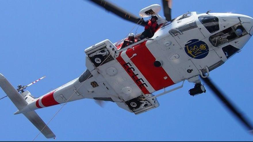 Salvamento rescata a 87 personas a bordo de dos pateras y localiza otras tres en el Mar de Alborán