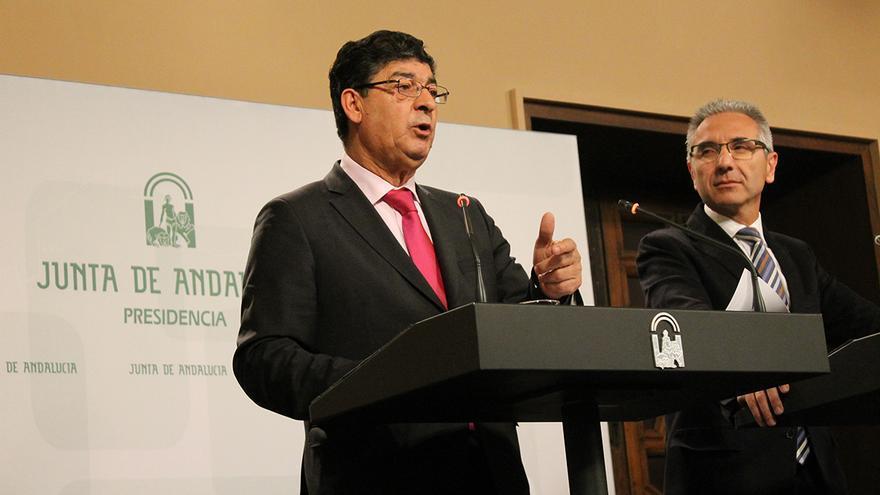 Diego Valderas, vicepresidente de la Junta, y Miguel Ángel Vazquez, portavoz del Gobierno andaluz. / Juan Miguel Baquero