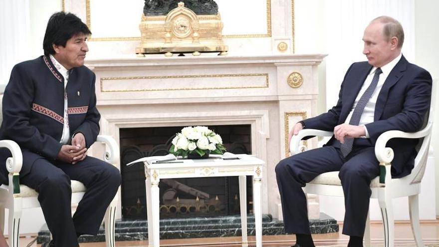 Morales se reúne con Putin para consolidar su alianza energética con Rusia