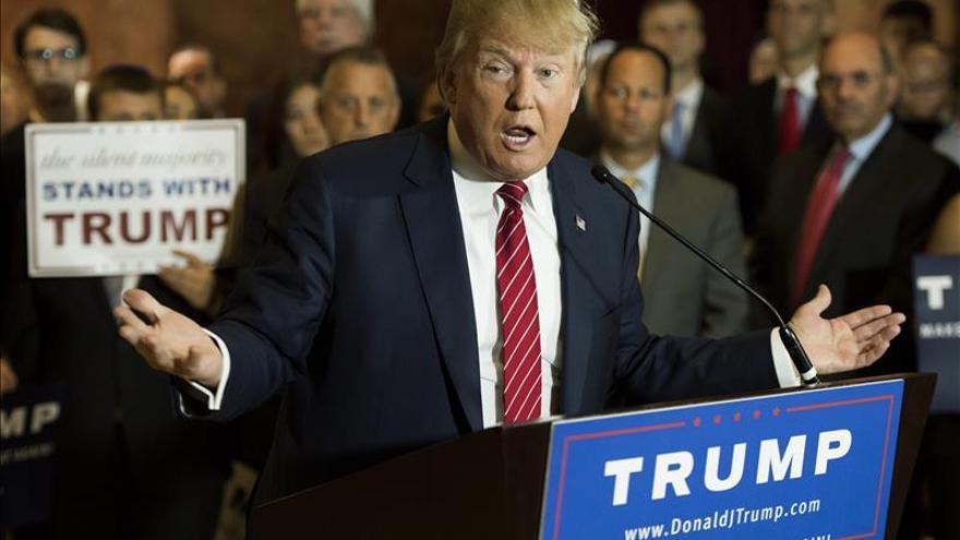 Trump habla de cierre de mezquitas y pide atacar las fuentes de petróleo y bancos del EI