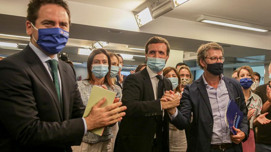 El presidente nacional del PP, Pablo Casado, el presidente de la Xunta de Galicia, Alberto Núñez Feijóo, y el secretario general del PP, Teodoro García Egea, durante la reunión del Comité Ejecutivo del PP. En Madrid (España), a 15 de julio de 2020.