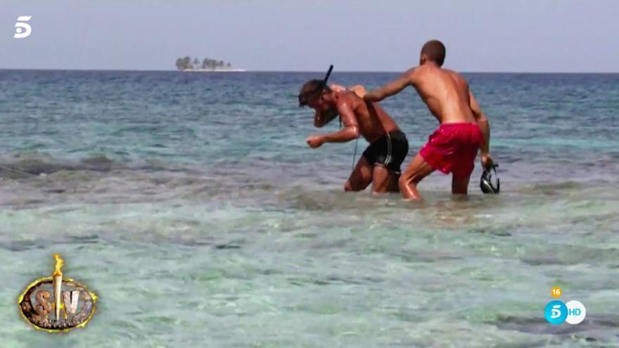 Angustia marina en Supervivientes: Un pulpo se agarra a la espalda de José Luis