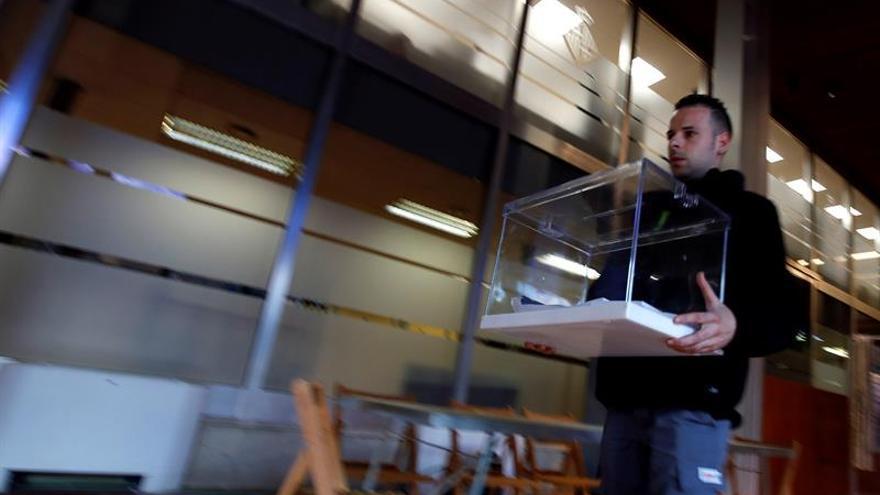 El Grupo Godó publicará hoy una estimación de voto al cierre de los colegios