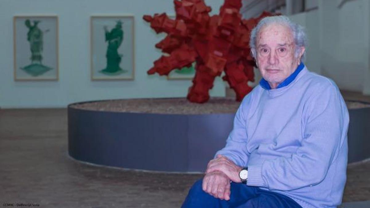 Norberto Gómez nació en Buenos Aires el 2 de marzo en 1941, en una familia de inmigrantes españoles, desde muy pequeño conoció los oficios de ebanista y lutier de la mano de su padre y de su tío.