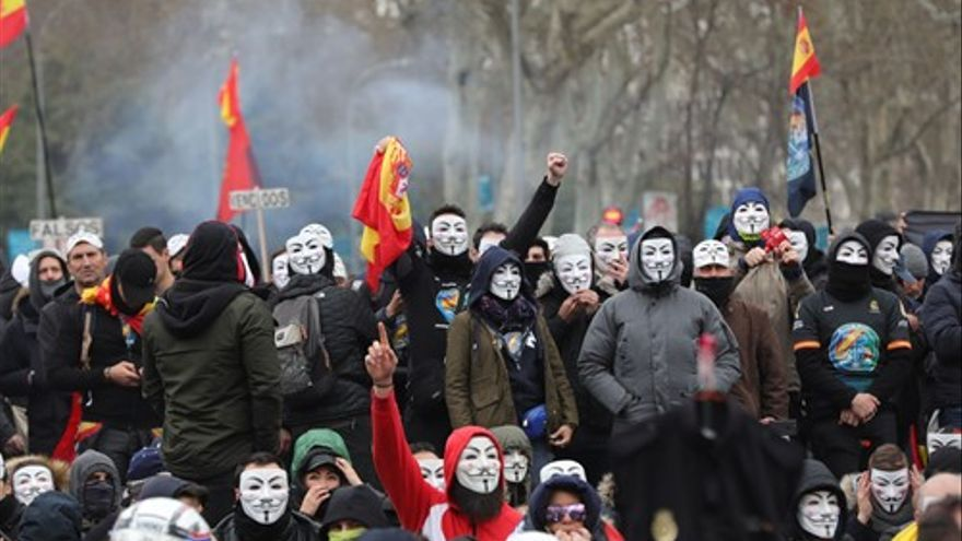 Manifestantes de Jusapol en las inmediaciones del Congreso.