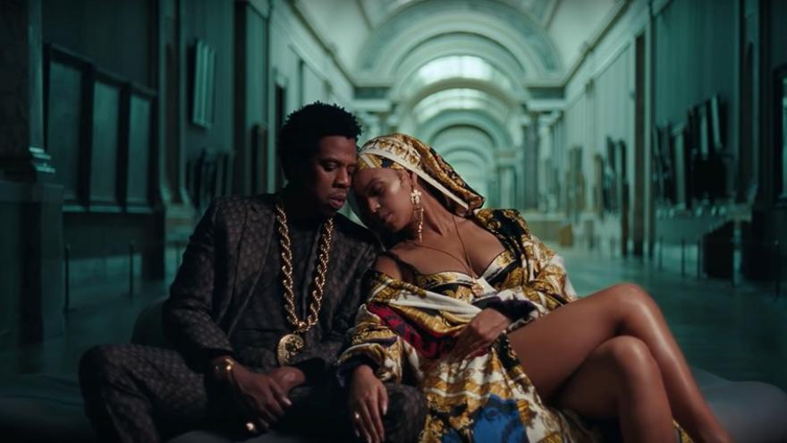 Fotograma de 'Apeshit', el videoclip en el Louvre de Beyoncé y Jay-Z