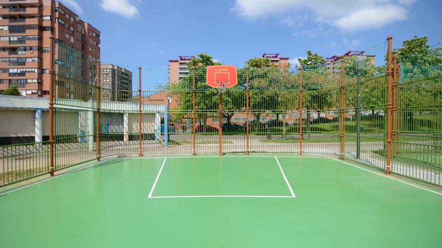 Nueva cancha de baloncesto en el Parque Europa, en Bilbao.