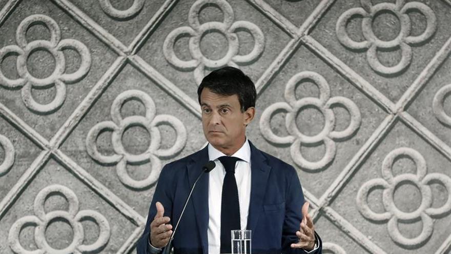 Valls condena la resolución del Parlament contra el Rey y la tacha de frívola