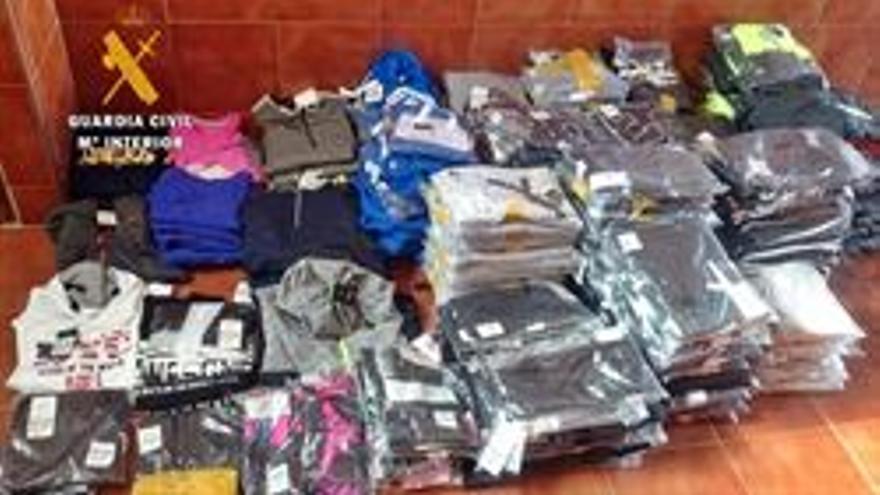 Detenido un varón por vender en un mercadillo en Santa Amalia (Badajoz) prendas robadas en Talavera (Toledo)