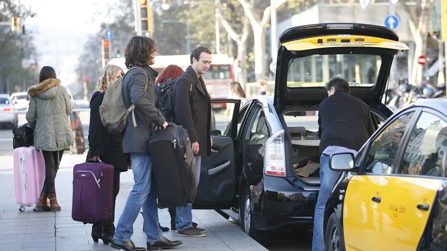Imagen de varios turistas en España.