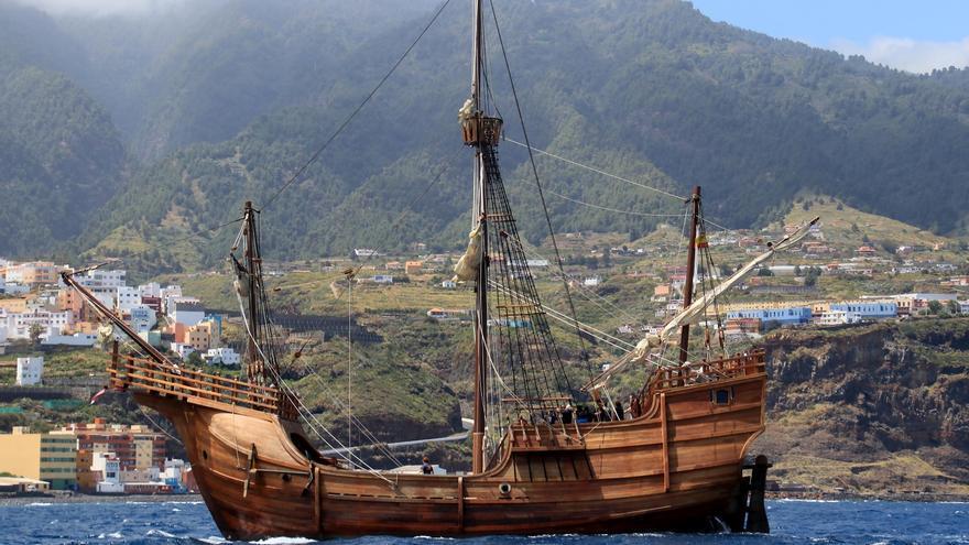 Bella estampa marinera de la nao Santa María a su llegada a la capital.