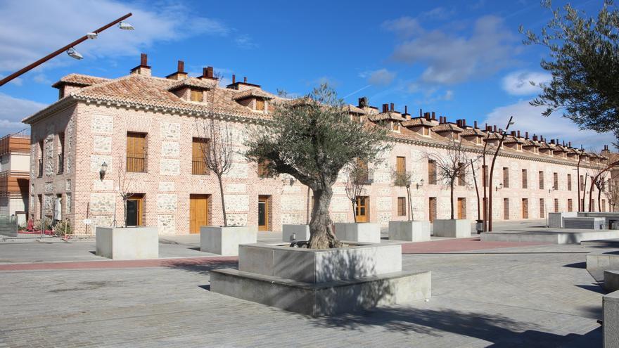 Las casas rehabilitadas pero precintadas en la plaza de San Fernando