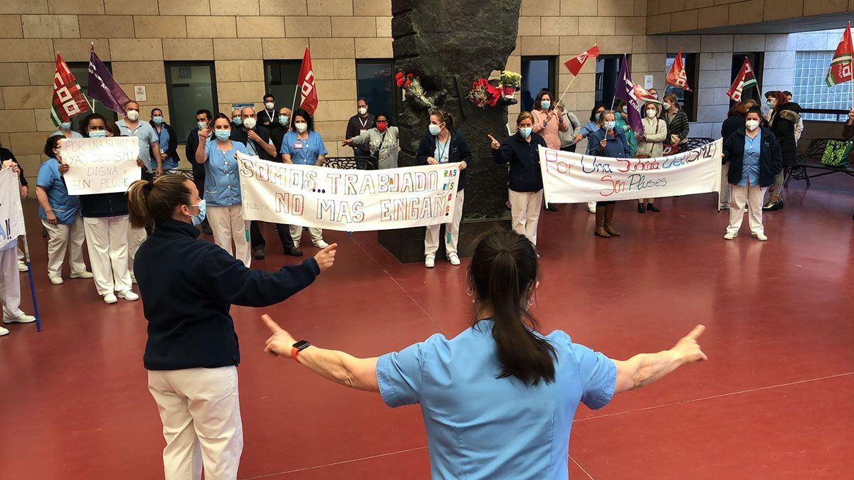 Protesta de limpiadoras por un salario digno en el hospital Reina Sofía