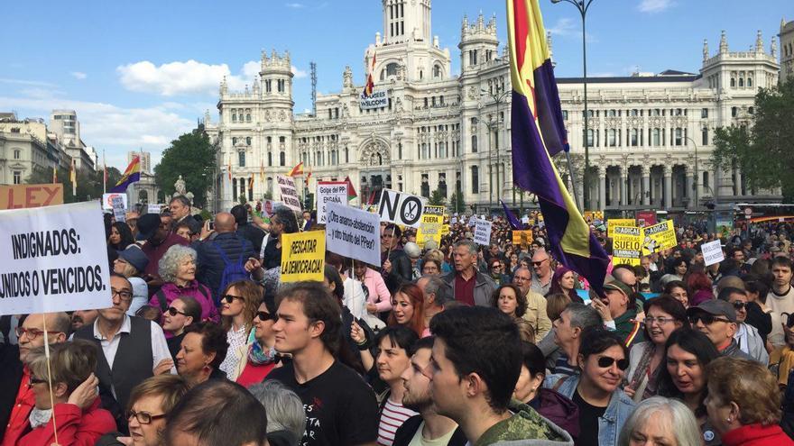 La ciudadanía celebra el quinto aniversario del 15M en las calles de Madrid
