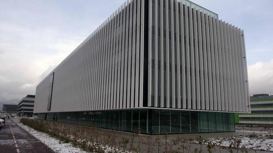 Uno de los edificios del campus de Leioa que espera el equipamiento para empezar a funcionar.