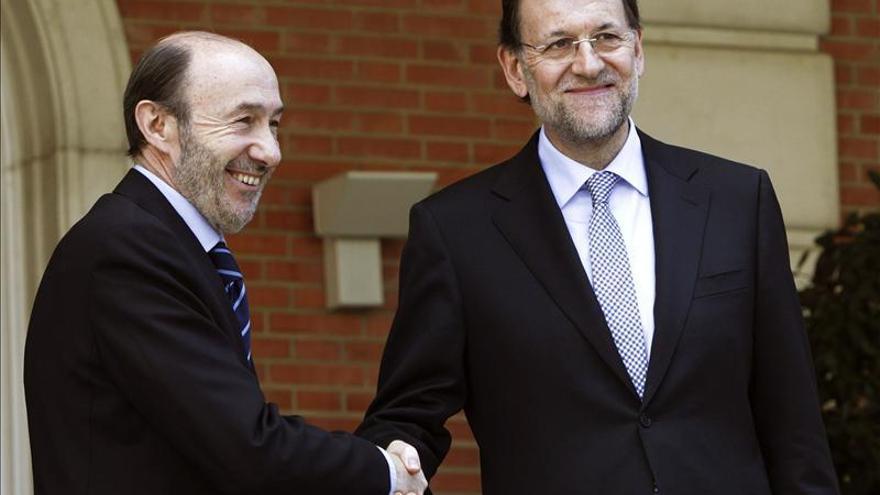 Rajoy y Rubalcaba siguen empeorando su valoración y ningún líder logra un 4