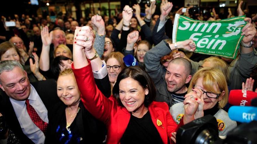 Los partidos irlandeses esperan el final del recuento para estudiar pactos