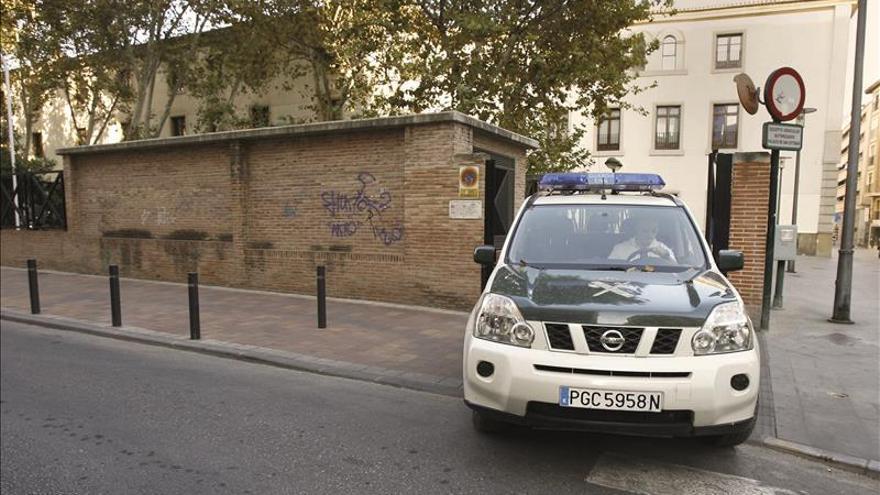 La guardia civil registra dos oficinas de empleo en for Oficina de empleo sevilla