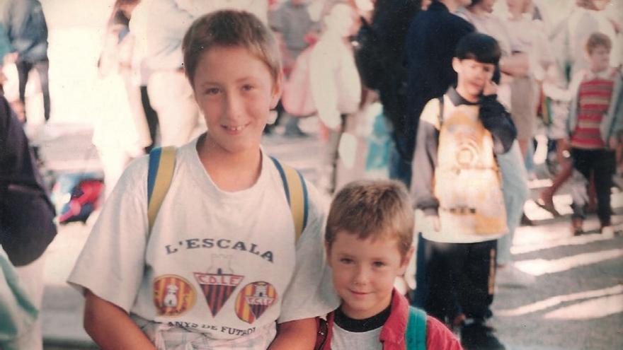 Goran Minic, en la escuela con su hermano
