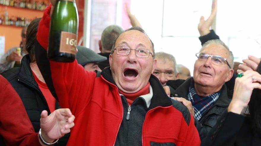 Una lotera de Alagón (Zaragoza) reparte 22,5 millones a la Asociación de la Tercera Edad