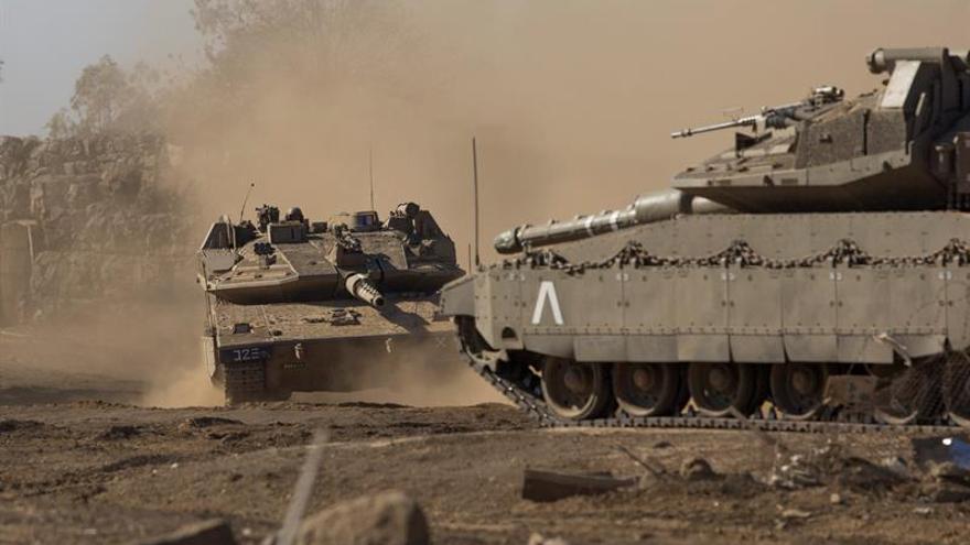 Israel bombardea una posición siria en respuesta al proyectil caído en el Golán