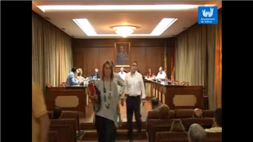 La oposiciòn dejó en bloque la sesión plenaria y donó sus retribuciones