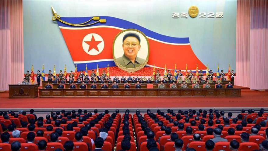 Kim Jong-un rinde homenaje a su padre en el cuarto aniversario de su muerte