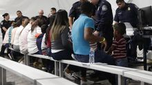 Un día en los tribunales portátiles que rechazan al 99,8% de refugiados en la frontera de EEUU con México