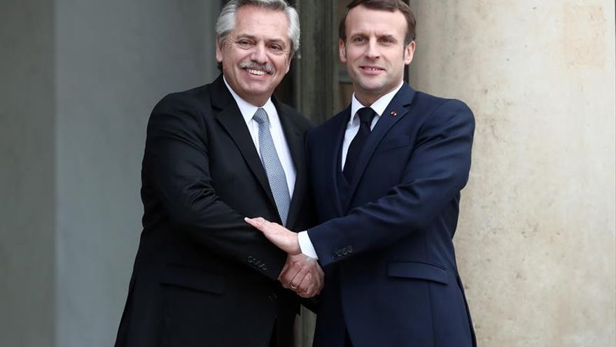 French president Emmanuel Macron (R) welcomes Argentina's president Alberto Fernandez (L) at the Elysee Palace in Paris, France, 05 February 2020.