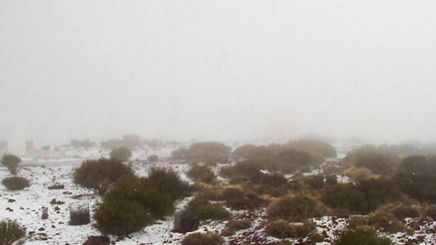 Nieve en la zona de Izaña, en una imagen de las 15.00 de este sábado