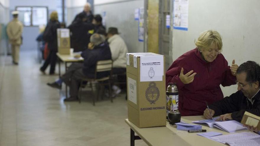 Seis de cada diez argentinos son activos en política, según sondeo