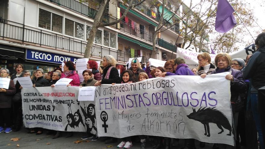 Unas 1.000 personas se manifiestan en Alcorcón pidiendo la dimisión de David Pérez por sus palabras sobre el feminismo