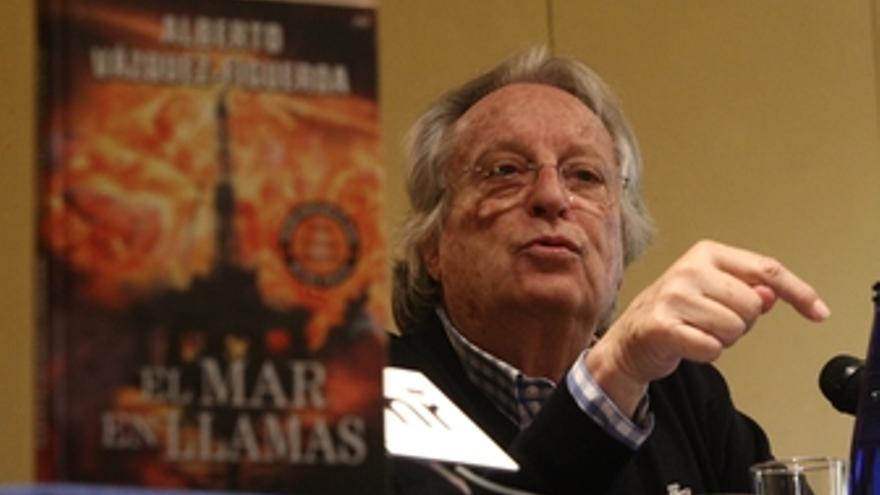 Alberto Vázquez-Figueroa presenta 'El mar en llamas'