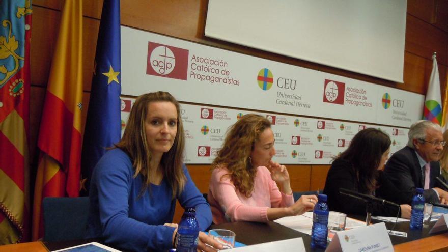 Àngela Ballester (Podemos) en un debate en el CEU.