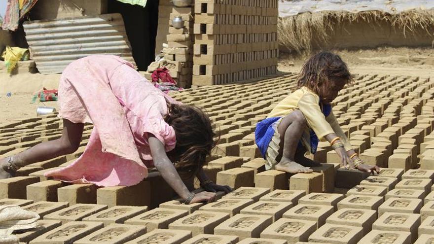 La industria del ladrillo tradicional se desmorona sobre millones de indios