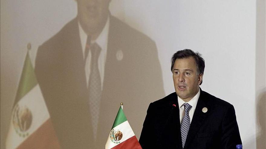 El embajador venezolano acude a la cancillería de México para dialogar sobre el avión