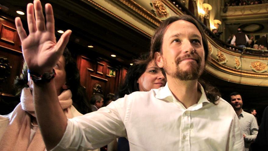 Pablo Iglesias saluda tras ser proclamado secretario general de Podemos / FOTO: Marta Jara